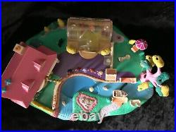 Polly Pocket Magical Movin' Moving MAGNETIC Pollyville 5 Figures and 8 Dresses