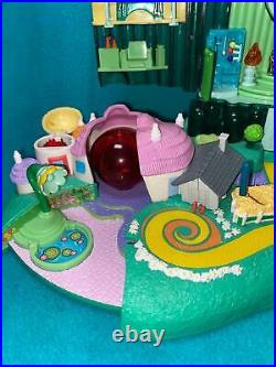 Polly Pocket Wizard of Oz COMPLETE Emerald City Playset 2001 10 dolls Balloon